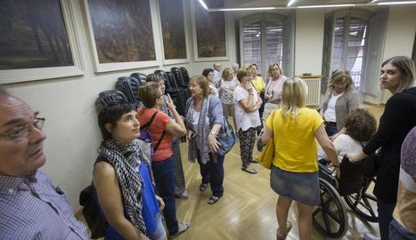 Visitants ahir a l'alberg de la Sagrada Família de Cervera.