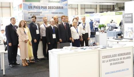 La delegació de Bielorússia, al seu estand a la fira.