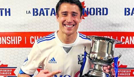Bojan Krkic posa amb el primer títol en el futbol canadenc.