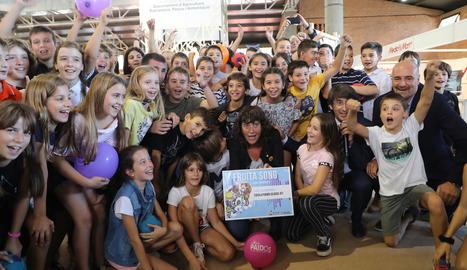 Premiades dos escoles per les seues respectives cançons sobre la fruita