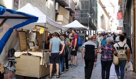Un mercat artesanal i un altre d'andròmines van animar els carrers del Barri Antic, que també va acollir vermuts musicals i activitats infantils i culturals.