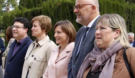 Els membres de la Mesa Forcadell, Corominas, Simó, Nuet i Barrufet, a les portes del Parlament.