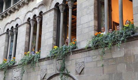 Sardanes amb la Punt Cat Cobla - Després del pregó, els sardanistes van prendre la plaça Paeria en una ballada amb la Punt Cat Cobla, formada per músics de l'Esmuc i altres Conservatoris catalans.