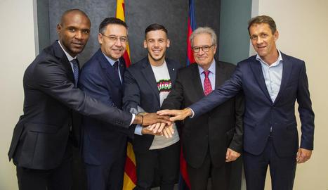 El del planter Carles Pérez va firmar ahir la renovació fins al 2022.