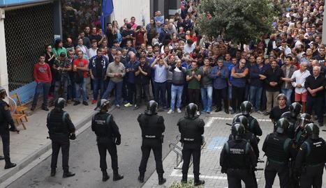Els veïns d'Alcarràs van exercir una resistència numantina i la Guàrdia Civil no va poder requisar les urnes.