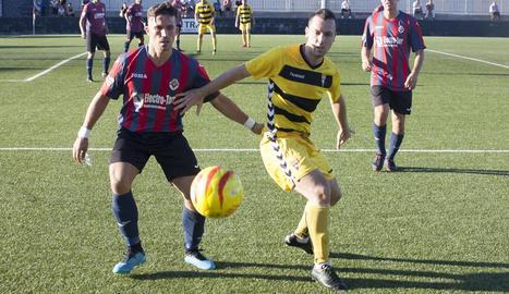 El Tàrrega va fer mèrits per aconseguir la primera victòria de la temporada, però l'encert del Gavà i el desencert arbitral ho van evitar.
