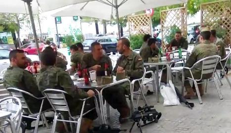 Militars armats, de copes a Vi