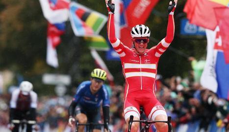 El danès Mads Pedersen al seu pas per la meta.