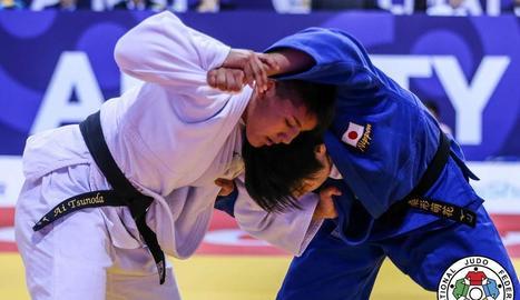 Ai Tsunoda, al centre, amb la medalla d'or.
