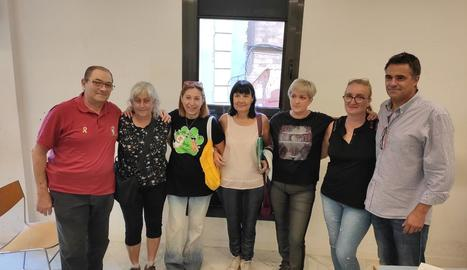 Membres de les entitats animalistes afectades, ahir a Lleida.