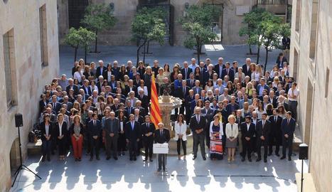 Govern i alts càrrecs durant la declaració solemne del 'Compromís Primer d'Octubre'.
