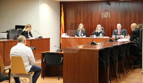L'acusat de quedar-se la recaptació de la loteria que venia, aquest dimecres als jutjats de Lleida.