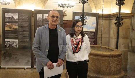 L'alcalde, Miquel Pueyo, i la tinent d'alcalde Jordina Freixanet, aquest dimecres al Palau de la Paeria.