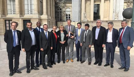 El conseller Bosch, ahir, amb diputats i senadors francesos a París.