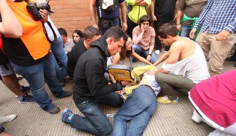 Advocats i víctimes, ahir, durant la presentació de la querella contra l'excúpula policial de l'1-O.
