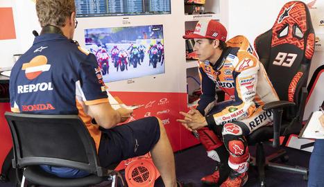 Màrquez va sortir disparat de la moto al setè revolt del circuit tailandès.