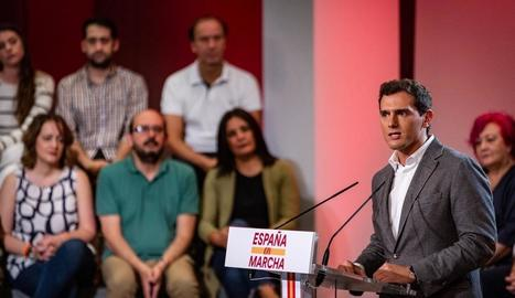 Rivera retira el veto al PSOE i negociaria amb Sánchez si les dretes no obtenen la majoria