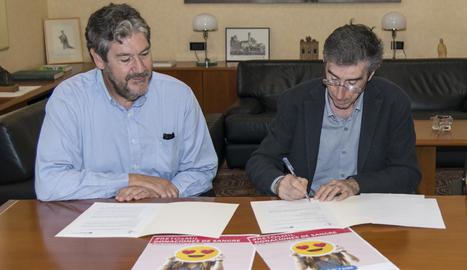El director del Banc de Sang a les àrees sanitàries de Lleida i Alt Pirineu i Aran, Juan Manuel Sánchez, i el rector de la UdL, Jaume Puy, han oficialitzat la col·laboració que les dos entitats mantenen des de fa anys.