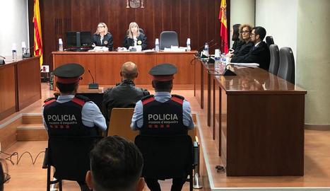 L'acusat pel crim d'Acadèmia, aquest dilluns a l'Audiència de Lleida en la primera jornada de judici.