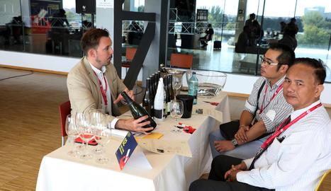Alguns dels participants en la Wine Business Meeting a la Llotja ahir al matí.