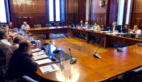 Moment de la reunió extraordinària de la Taula Agrària celebrada ahir al Parlament.