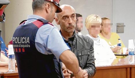 L'acusat, Jordi Lanuza, ahir a l'acabar la primera sessió del judici