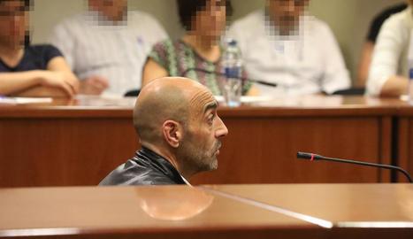 Jordi Lanuza va respondre durant prop d'una hora i mitja a totes les preguntes de la fiscal, l'acusació particular i el seu advocat.
