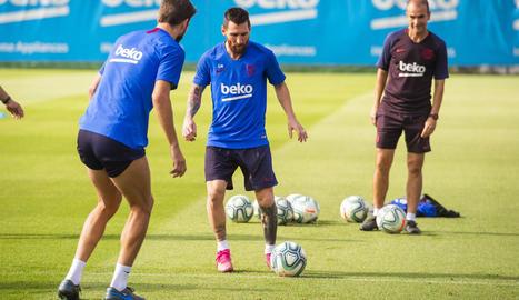 Leo Messi i Gerard Piqué durant l'entrenament d'ahir a la Ciutat Esportiva.