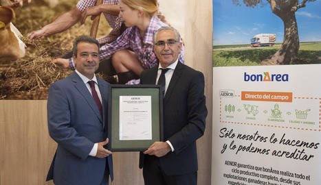 El director de Relacions Públiques de bonÀrea Agrupa, Antoni Condal, i el director d'AENOR a la regió Mediterrània, Ángel Luis Sánchez.