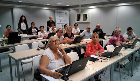 Els inscrits al curs d'informàtica de Torrefarrera.