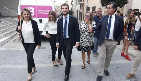 El president del PP, Pablo Casado, al municipi mallorquí de Sant Llorenç, ahir.