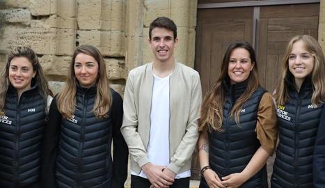 Núria Pau, Anna Esteve, Astrid Fina i Celia Abad, ahir amb Àlex a la presentació del projecte al Castell de Templers.