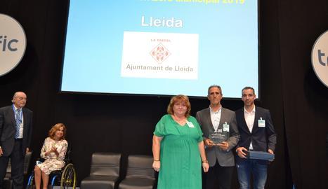 L'inspector Juanjo Catalina i el caporal Carles Clarisó van ser els encarregats de recollir el premi.