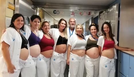 Set infermeres de l'àrea Neonatal del Vall d'Hebron, embarassades alhora