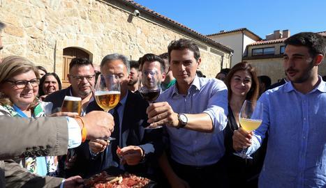 El líder de Ciutadans brindant durant un acte a Salamanca, ahir