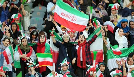 Les dones de l'Iran tornen a un estadi després de 40 anys
