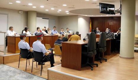 Un moment de la declaració dels metges forenses ahir al judici a l'Audiència de Lleida.