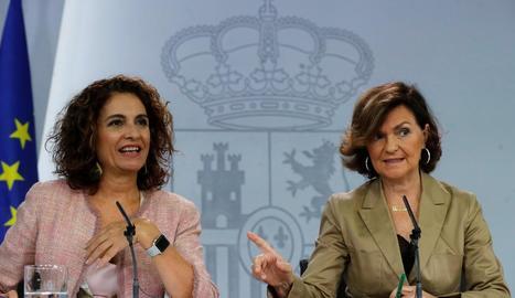 La ministra d'Hisenda, María Jesús Montero, i la vicepresidenta del Govern central, Carmen Calvo, ahir.