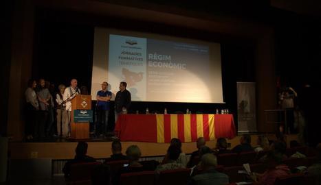 Lluís Llach va presentar les jornades davant unes 150 persones.