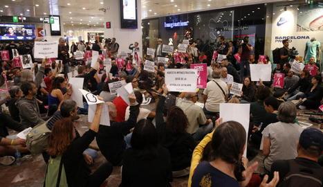 Pícnic per la República protesta a l'estació de Sants hores abans de la sentència