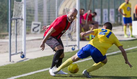 Adrián Fernández, autor del gol del triomf de l'EFAC, va posar en perill la defensa local i va tenir ocasions per ampliar el compte golejador.