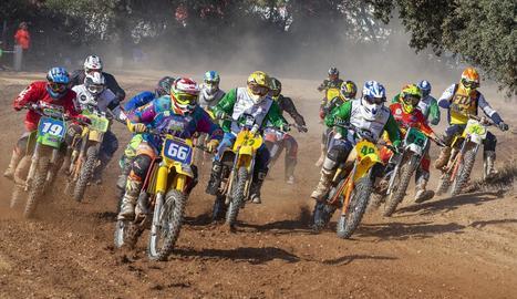 Una de les curses disputades ahir a l'històric circuit El Cluet de Montgai.