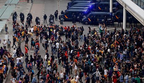 Manifestants a l'aeroport del Prat de Barcelona.