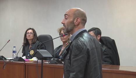 Jordi Lanuza durant l'al·legat final adreçant-se als membres del jurat.
