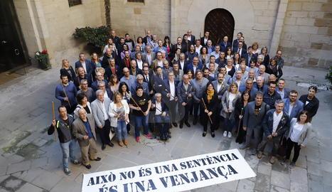 Alcaldes i regidors lleidatans aquest dimarts a l'Institut d'Estudis Ilerdencs després del ple de la Diputació de Lleida.
