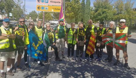 Un grup de pensionistes, ahir a l'arribar a Madrid.