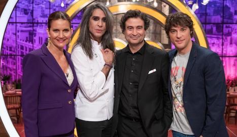 El jurat, amb el músic i estrella televisiva Mario Vaquerizo.