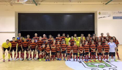 Foto de família dels jugadors i jugadores que integren els quatre equips del Futbol Sala Borges.