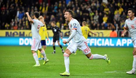 Rodrigo Moreno corre eufòric celebrant el seu gol en el temps afegit que dóna la classificació.