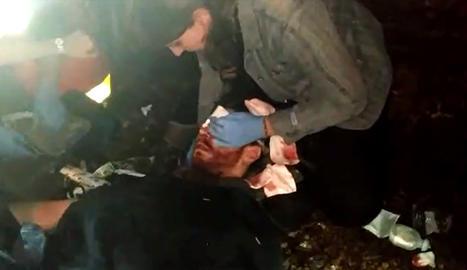 Fragment d'un vídeo del moment en què és atès el jove d'Artesa de Lleida al Prat.